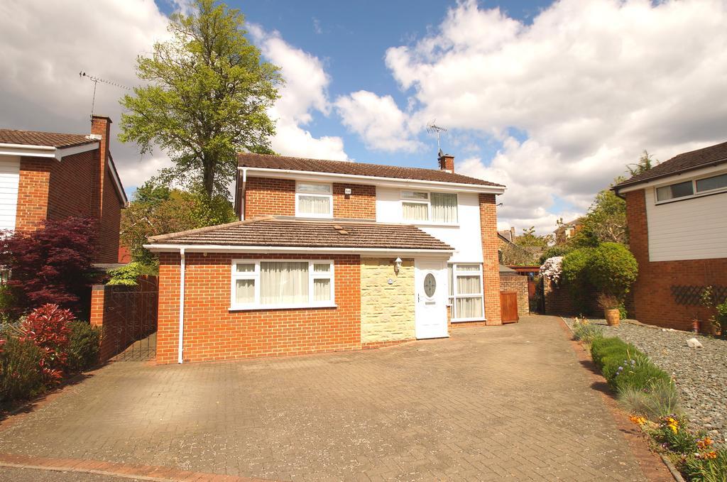 4 Bedrooms Detached House for sale in Netherby Park, Weybridge KT13