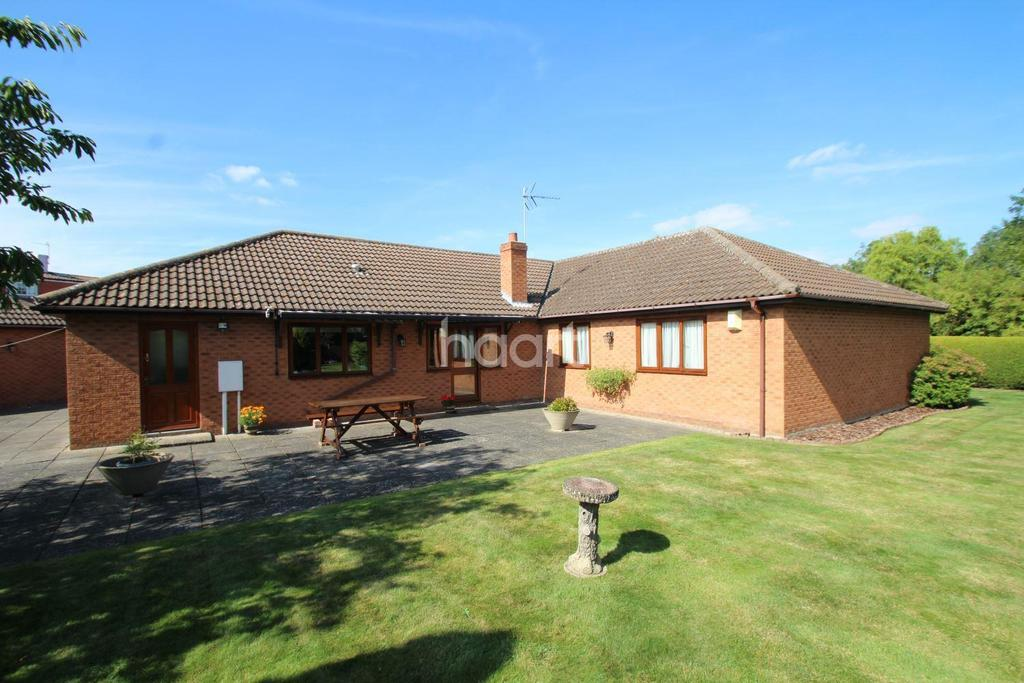 4 Bedrooms Bungalow for sale in Manor Close, Eagle, Lincoln LN6