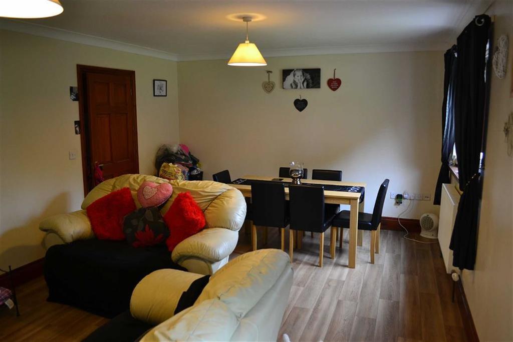 3 Bedrooms Detached House for sale in Maes Dafydd, Llanarth, Ceredigion