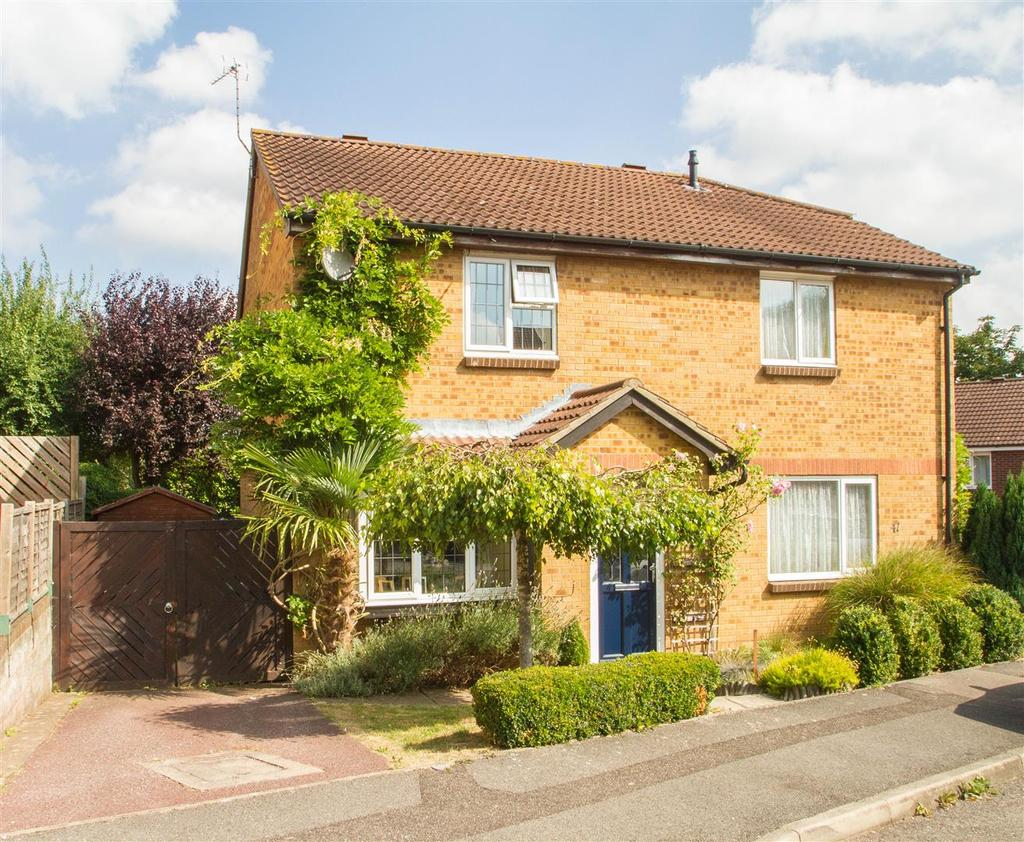3 Bedrooms Semi Detached House for sale in Gorham Drive, Downswood, Maidstone