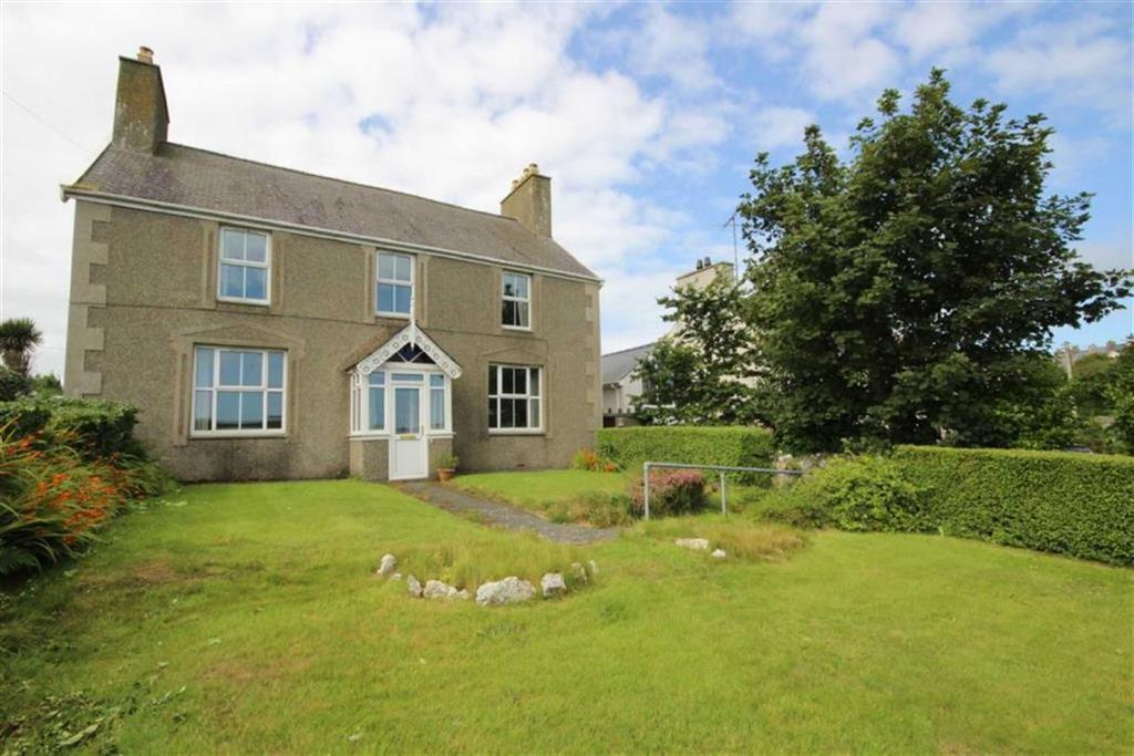5 Bedrooms Detached House for sale in Cemaes Bay, Anglesey, LL67