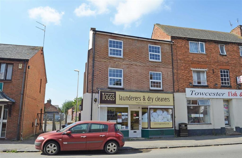 3 Bedrooms Flat for sale in Watling Street West, Towcester