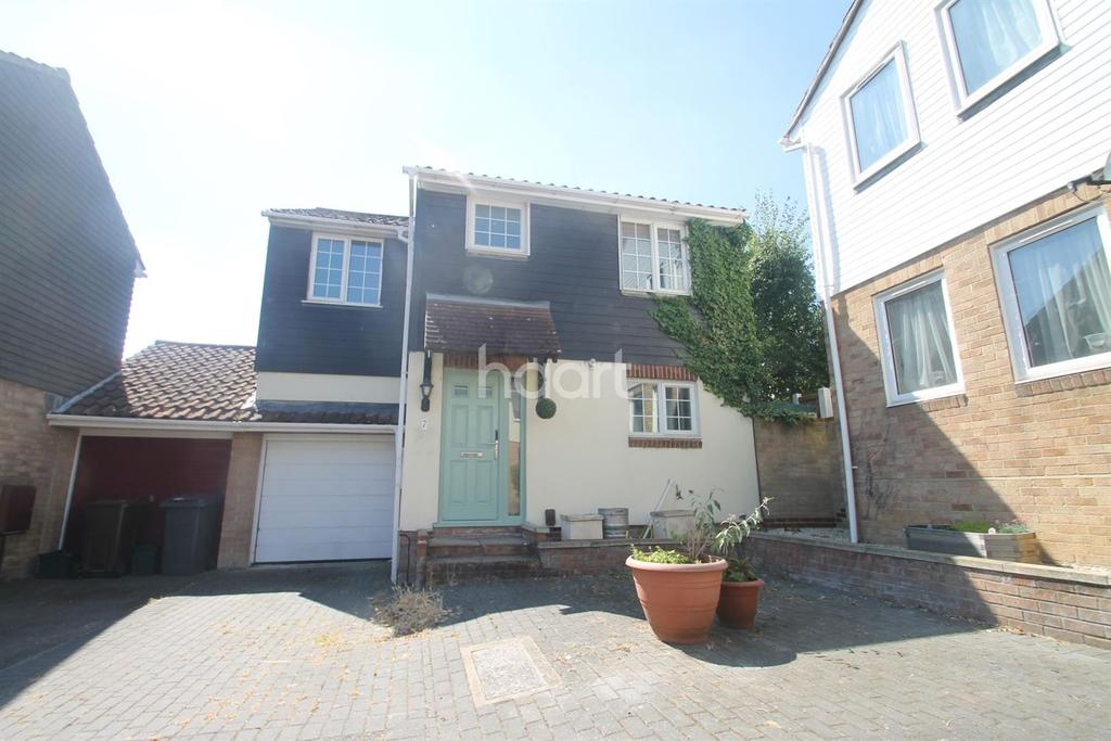 4 Bedrooms Detached House for sale in Hartley Close, Chelmer Village, Chelmsford