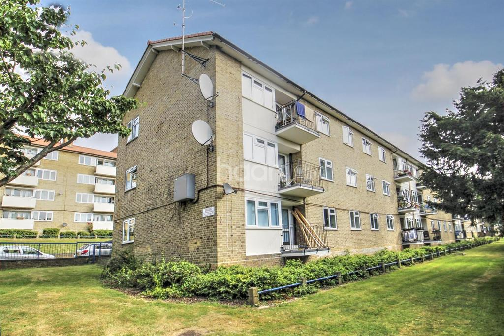 3 Bedrooms Flat for sale in Thursley Gardens,Sw19