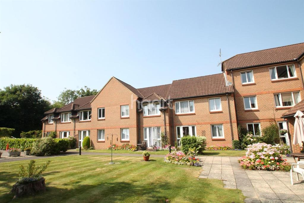 1 Bedroom Flat for sale in Winterbourne Court, Tebbit Close