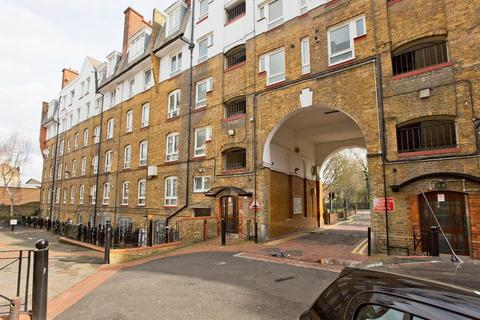 1 bedroom flat - Renton Close, Brixton Hill