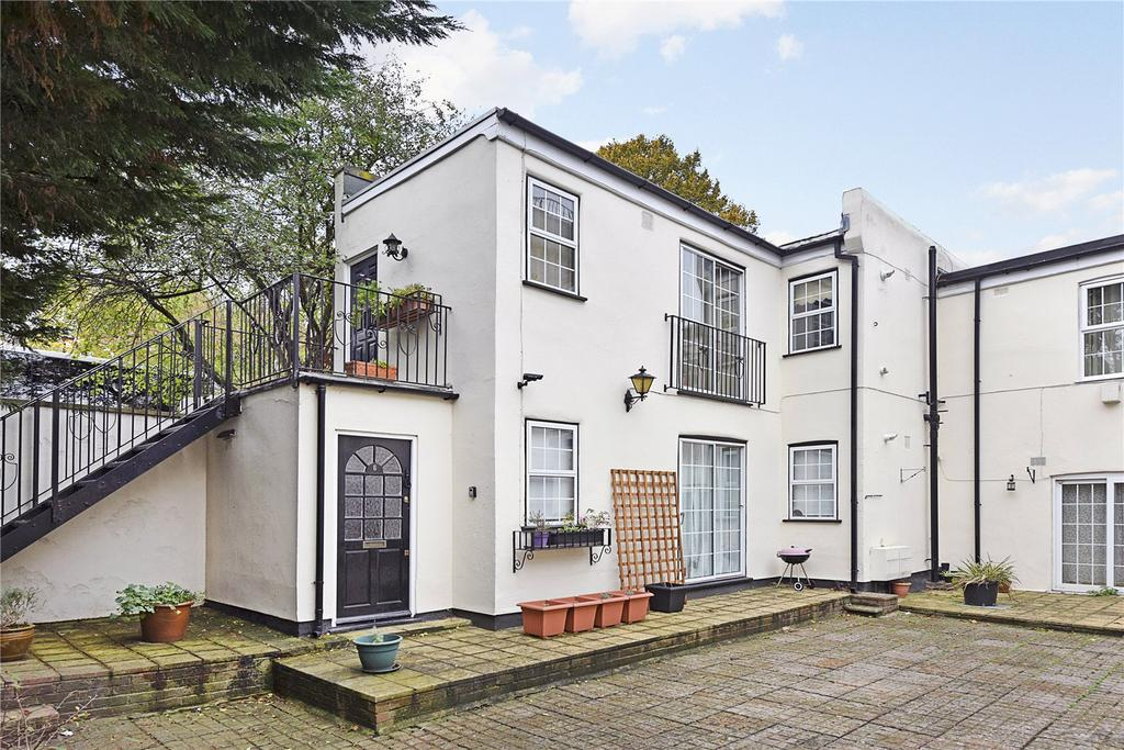 1 Bedroom Flat for sale in Frobisher Court, 10 Old Woolwich Road, London