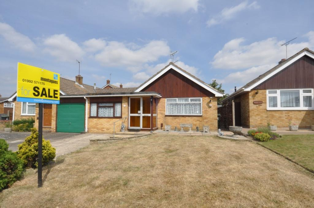 2 Bedrooms Bungalow for sale in Higham View, North Weald, CM16