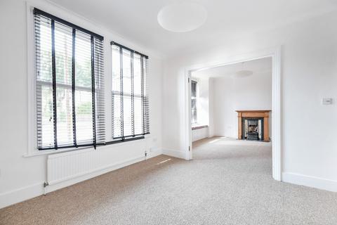 2 bedroom flat to rent - Montem Road SE23