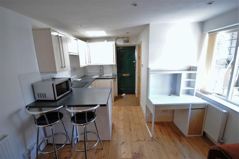 Studio Flat for sale in Conveniently located city centre studio apartment
