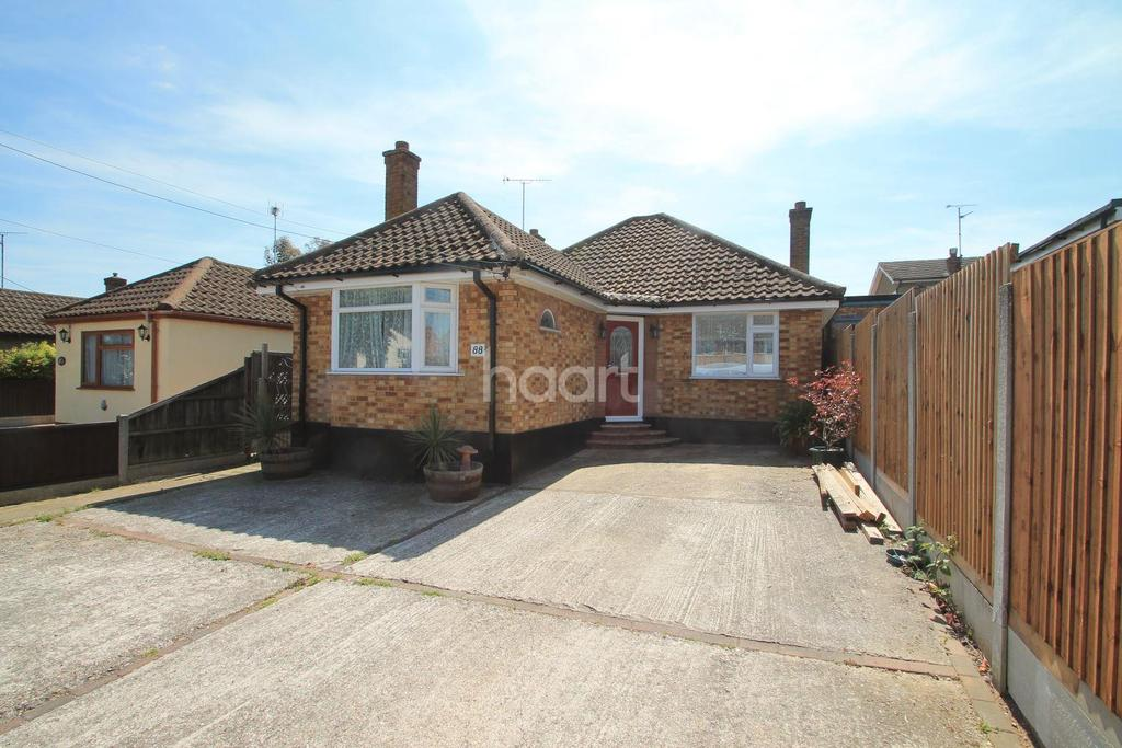 3 Bedrooms Bungalow for sale in Grove Road, Rayleigh