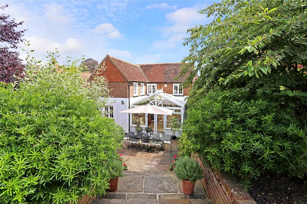 4 Bedrooms Detached House for sale in Church Street, Crondall, Farnham, Surrey, GU10