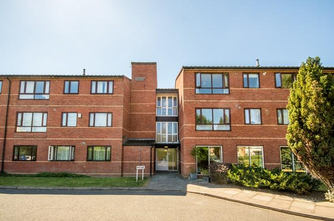 1 Bedroom Flat for sale in Mayo Court, 133 Northcroft Road, London