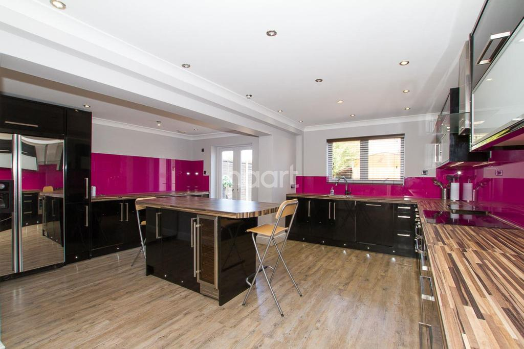 5 Bedrooms Semi Detached House for sale in Wow factor in Dunstable!