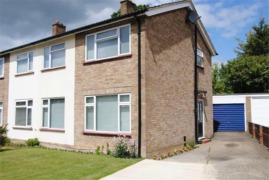 3 Bedrooms Semi Detached House for sale in Hillcrest, BALDOCK, SG7