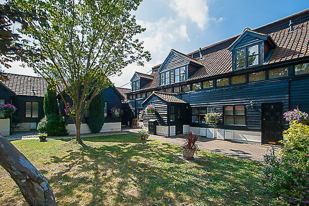 1 Bedroom Cottage House for sale in Coxtie Green Road, Brentwood