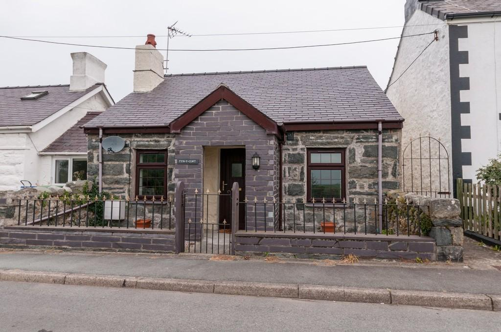 2 Bedrooms Cottage House for sale in Bethel, Caernarfon, North Wales