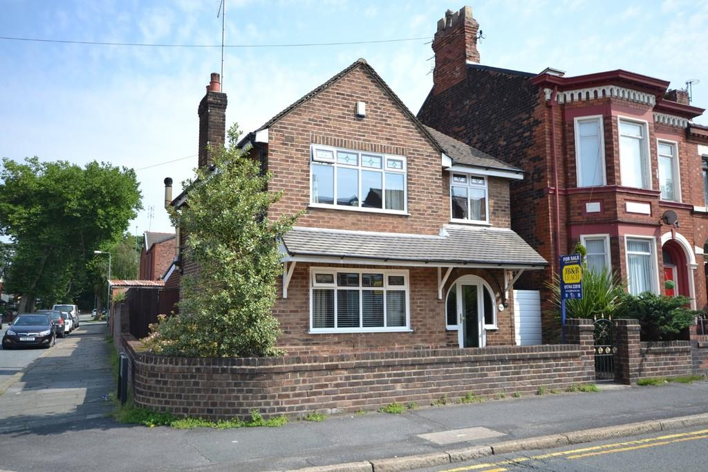 3 Bedrooms Detached House for sale in Dentons Green Lane, Dentons Green, St. Helens