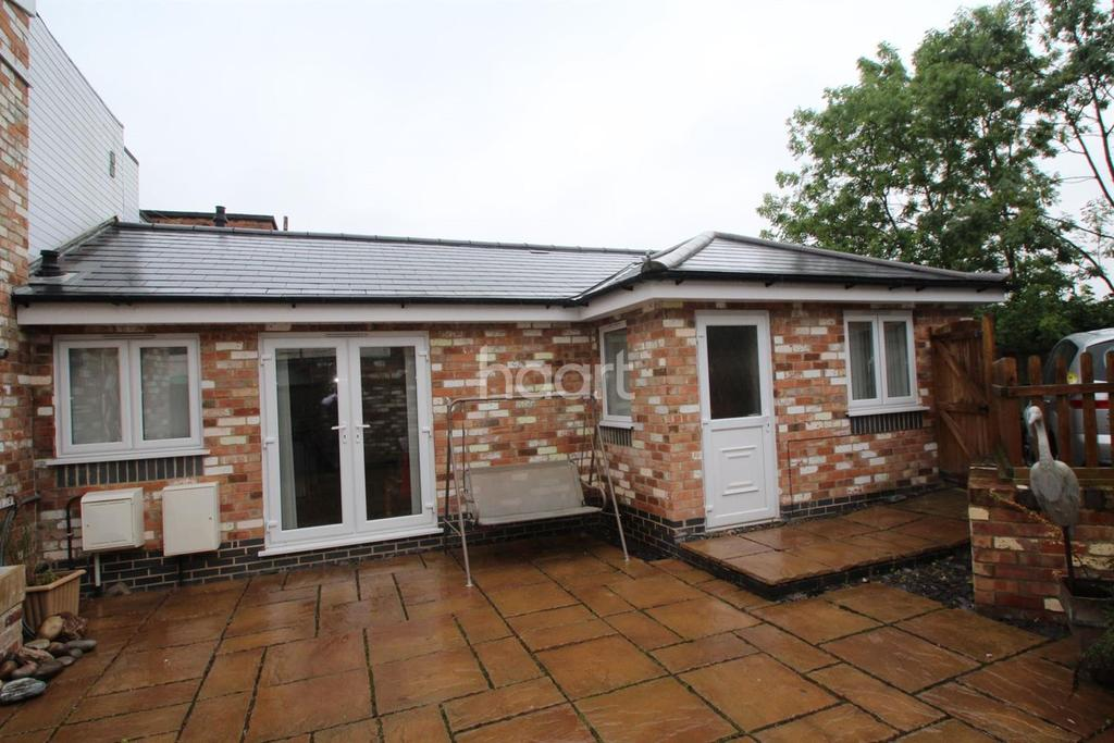 2 Bedrooms Bungalow for sale in Great Central Road, Loughborough