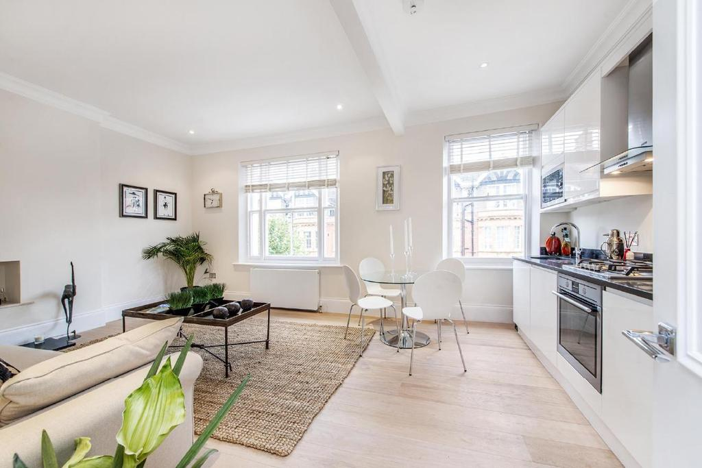 2 Bedrooms Flat for sale in Cromwell Crescent, Earl's Court, SW5
