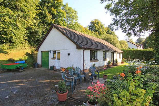 3 Bedrooms Detached Bungalow for sale in Pontarsais, Carmarthen, Carmarthenshire