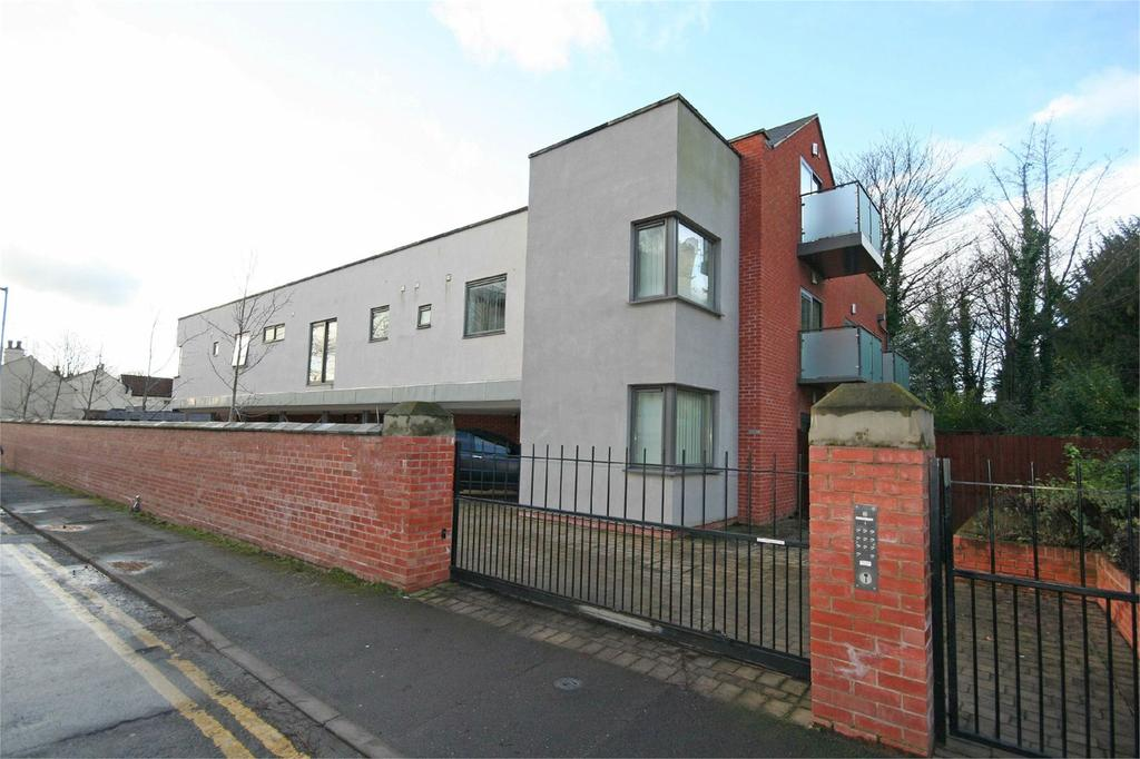 2 Bedrooms Flat Share for rent in Old Cross House, Church Street, Beeston, Nottingham, NG9