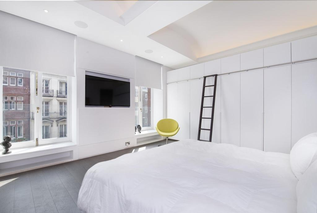 2 Bedrooms Flat for sale in WHITEHALL, TRAFALGAR SQUARE, SW1A