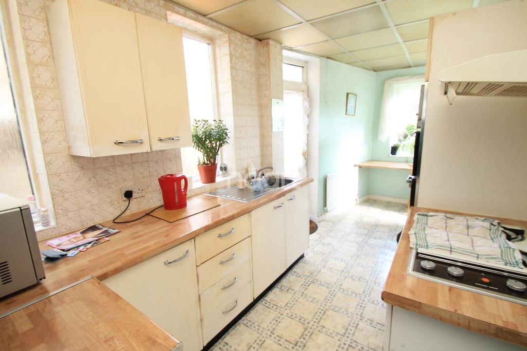 3 Bedrooms Semi Detached House for sale in Atherton Road, Clayhall