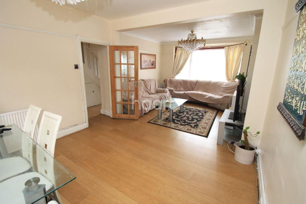 3 Bedrooms Terraced House for sale in Horns Road, Barkingside