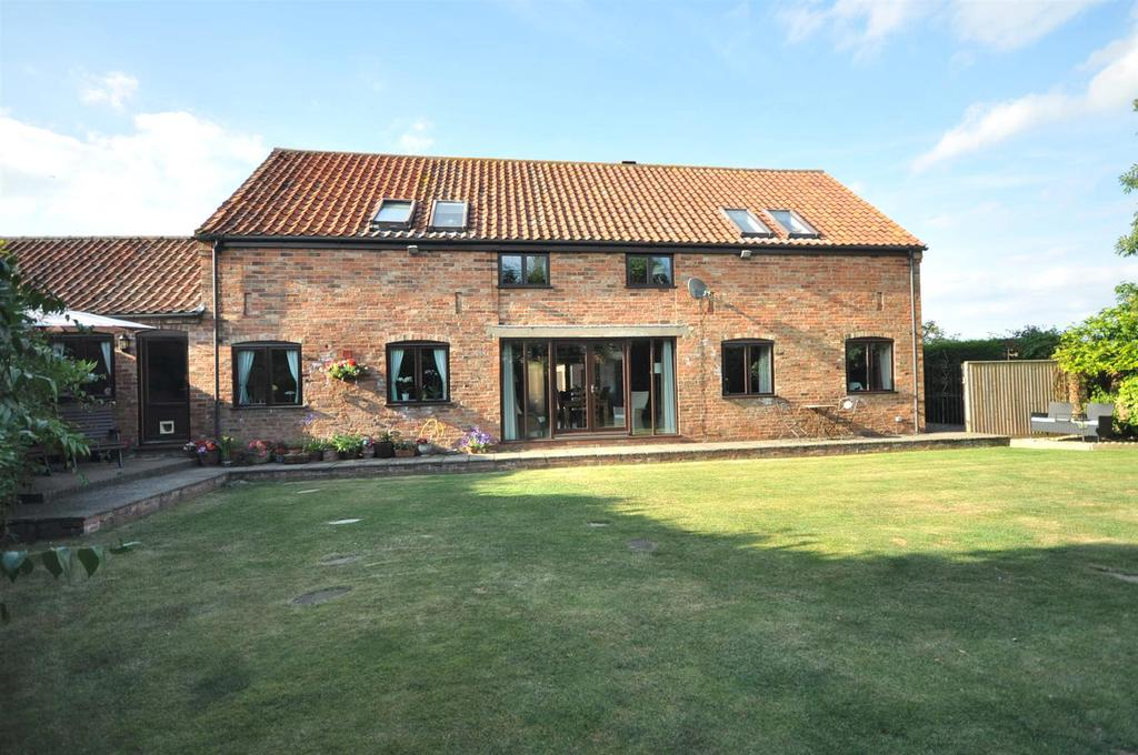 4 Bedrooms Barn Conversion Character Property for sale in The Courtyard, Coddington, Newark