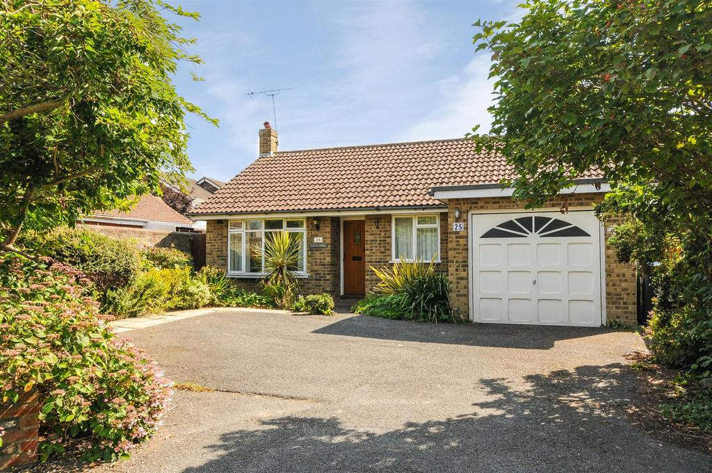 2 Bedrooms Detached Bungalow for sale in Vicarage Lane, Felpham
