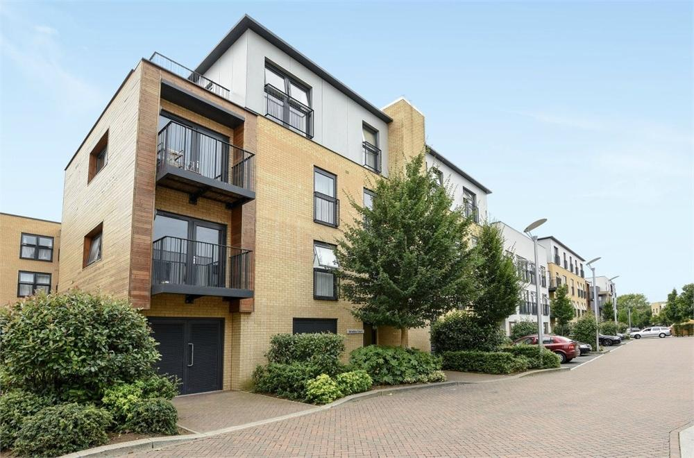 3 Bedrooms Flat for sale in Brindley Court, Hitchin Lane, Stanmore, Greater London