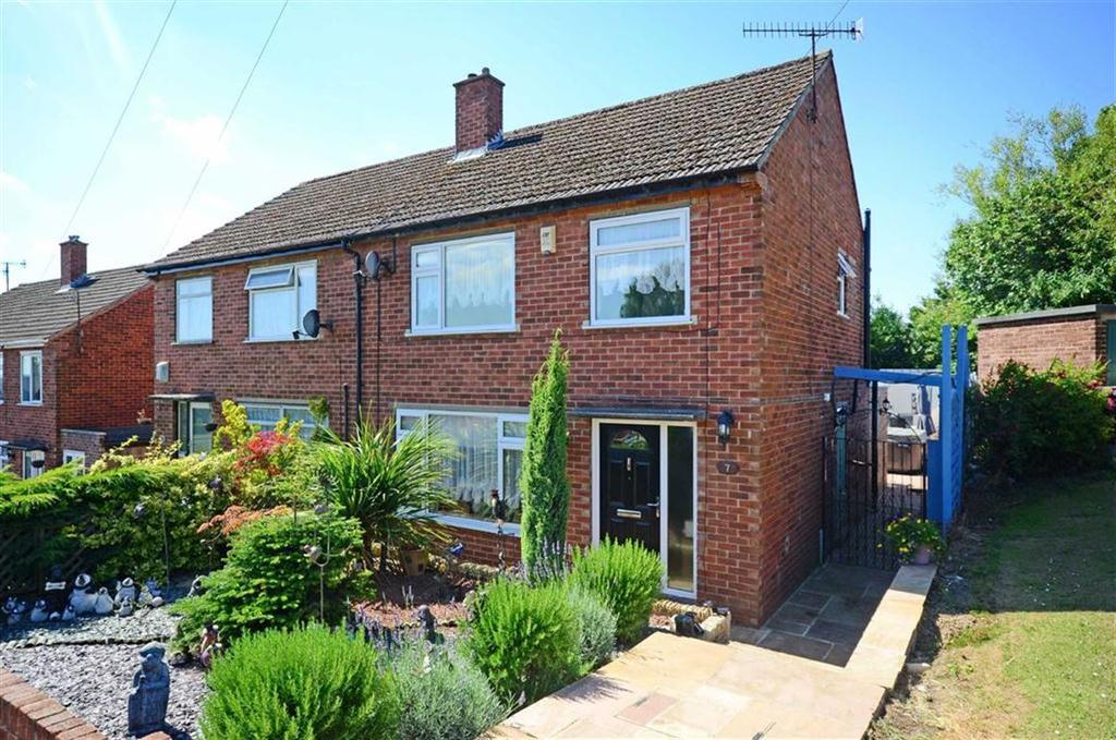 3 Bedrooms Semi Detached House for sale in 7, Oakhill Road, Dronfield, Derbyshire, S18