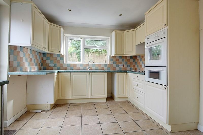 2 Bedrooms Detached Bungalow for sale in Dereham Road, Scarning, Dereham