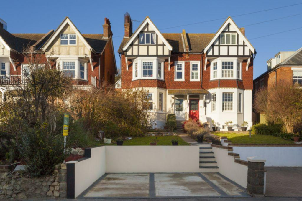 5 Bedrooms Semi Detached House for sale in Seabrook Road, Hythe, CT21