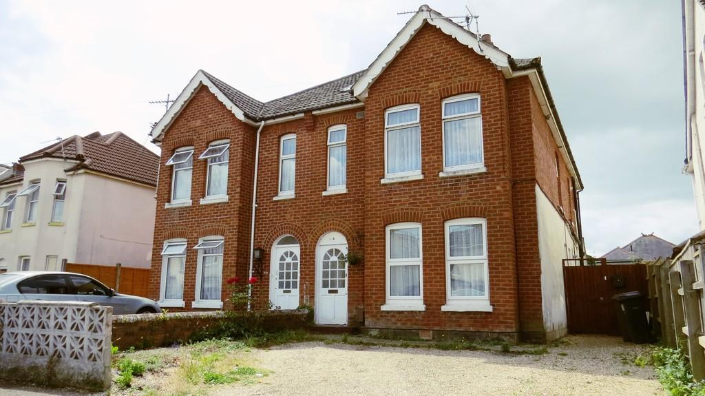 2 Bedrooms Apartment Flat for sale in Stewart Road, Charminster