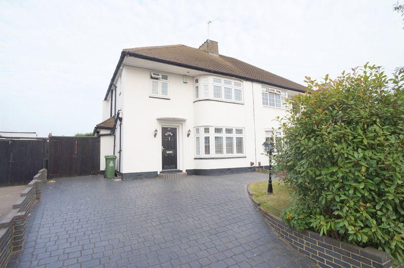 3 Bedrooms Semi Detached House for sale in Wren Road, Sidcup, DA14 4LY