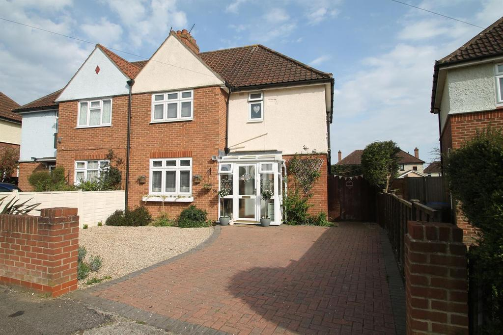 3 Bedrooms Semi Detached House for sale in Thackeray Road, IPSWICH, IP1
