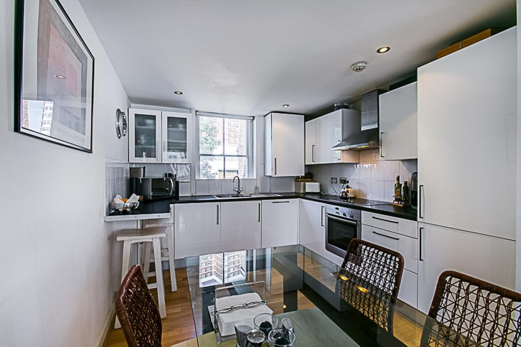 3 Bedrooms Flat for sale in Richmond Way, London