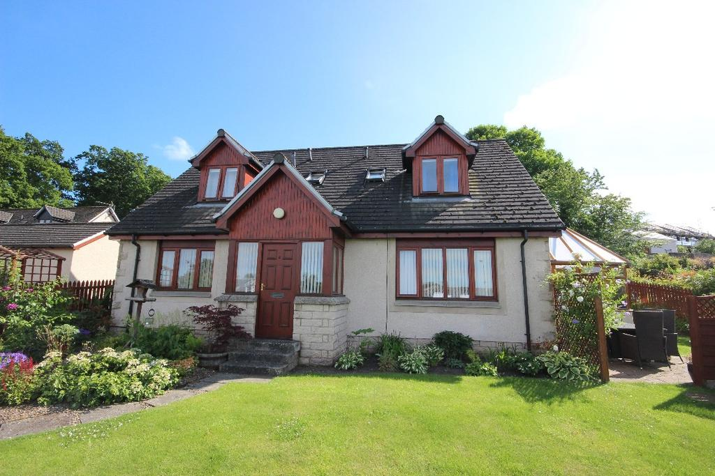 4 Bedrooms Apartment Flat for sale in Guthrie Court , Newburgh , Fife, KY14 6HA