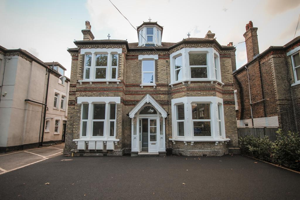 1 Bedroom Apartment Flat for sale in Blyth Road, Bromley