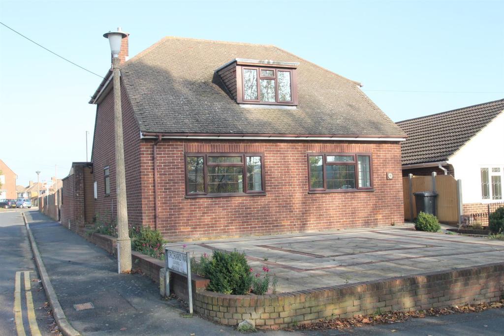 3 Bedrooms Detached House for sale in St. Katherines Lane, Snodland
