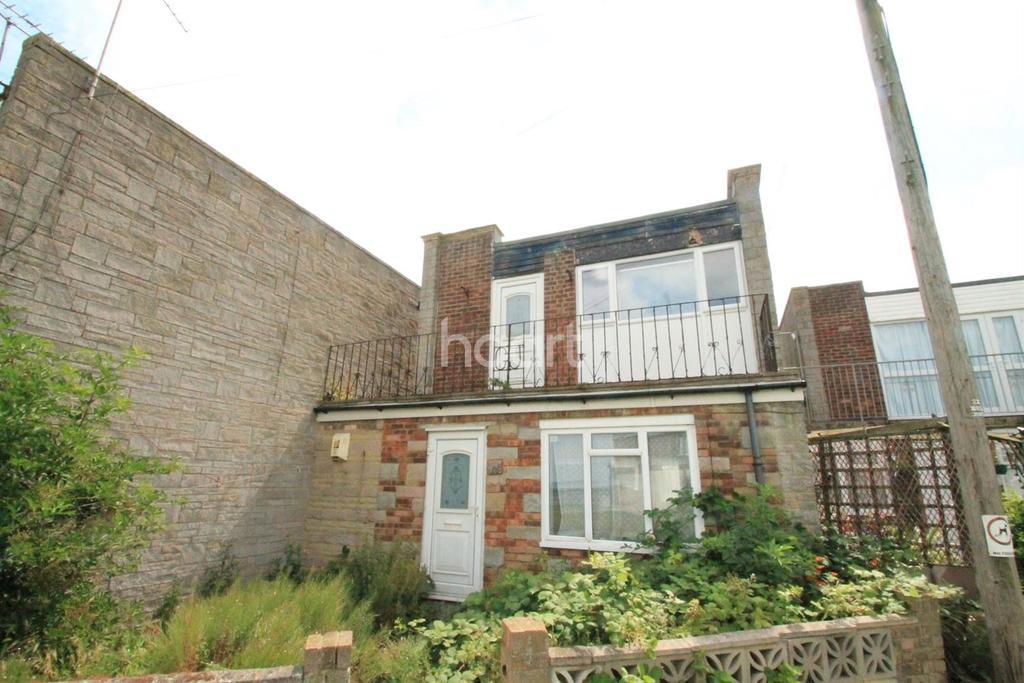 2 Bedrooms Flat for sale in Manor Way, Leysdown-on-Sea