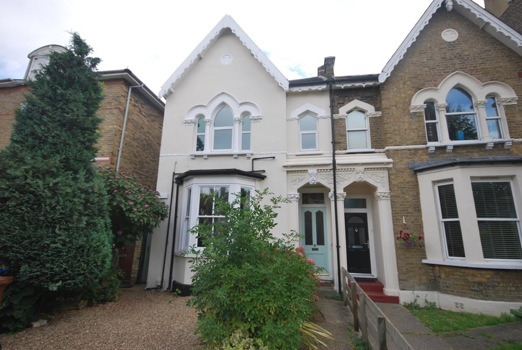 2 Bedrooms Flat for sale in Barry Road East Dulwich SE22