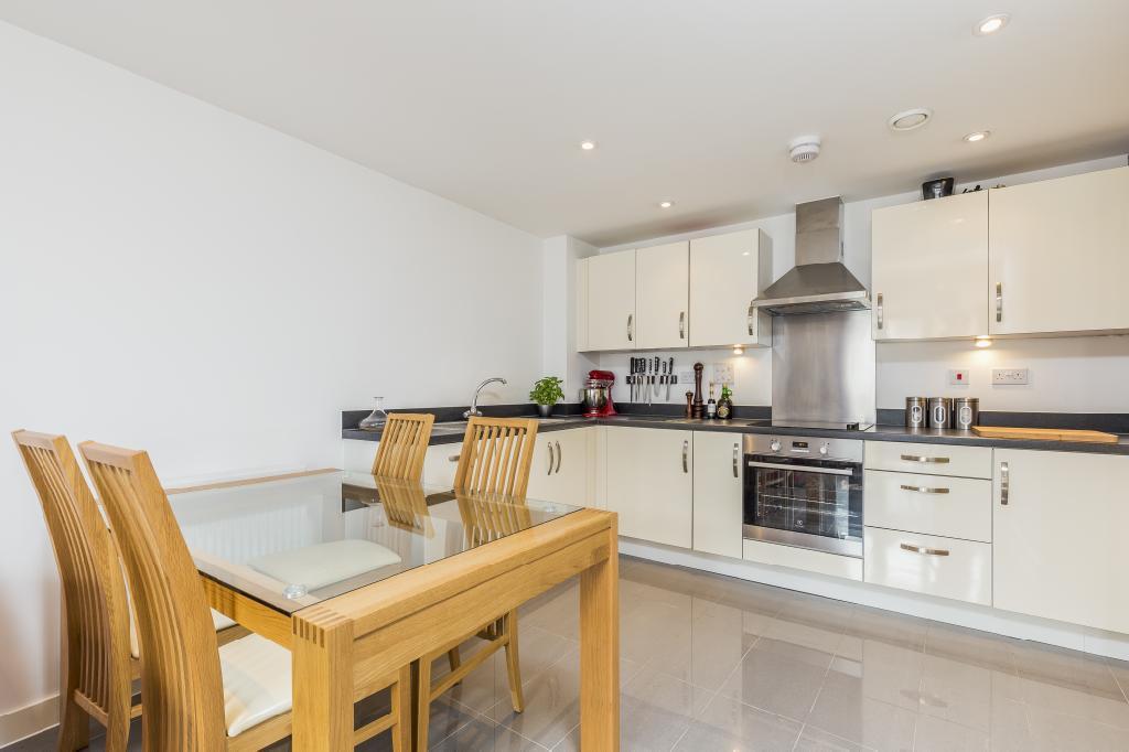2 Bedrooms Flat for sale in Garratt Lane, London, SW18