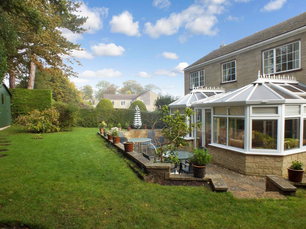 5 Bedrooms Detached House for sale in Rodborough Common