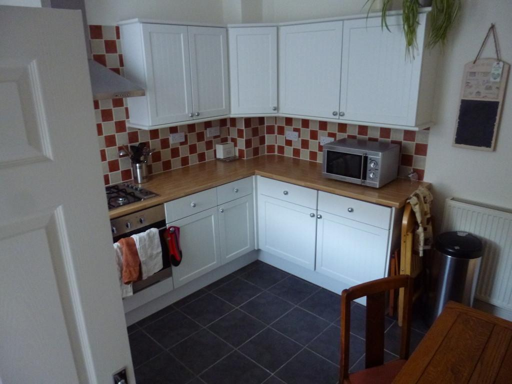 2 Bedrooms Cottage House for rent in School Lane, Bebington