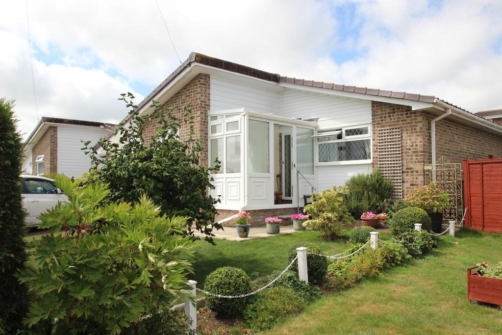 3 Bedrooms Detached Bungalow for sale in Woodlands Crescent, Wootton Bridge
