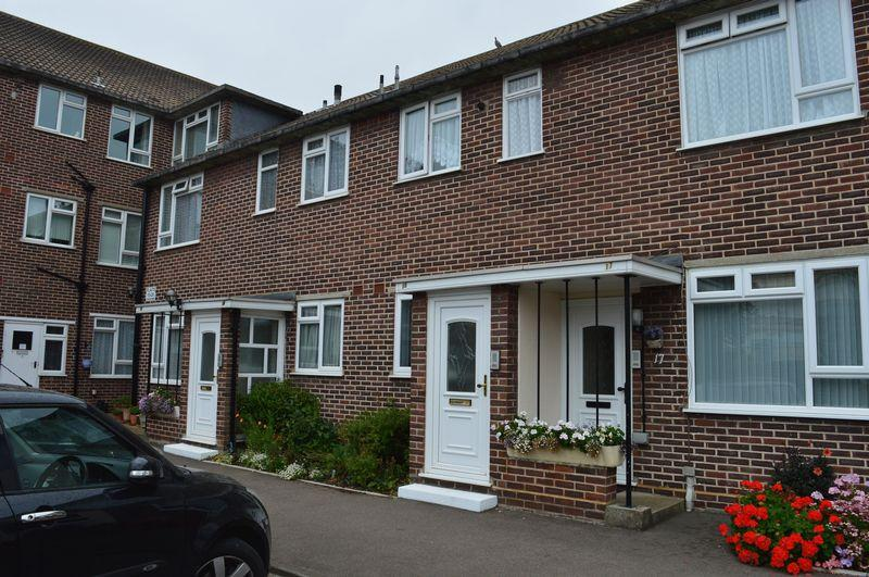 2 Bedrooms Apartment Flat for sale in Imperial Avenue, Westcliff-On-Sea