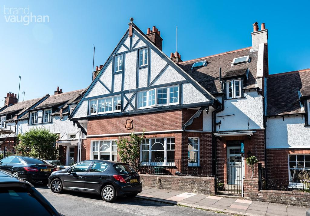 6 Bedrooms Terraced House for sale in Lauriston Road, Brighton, BN1